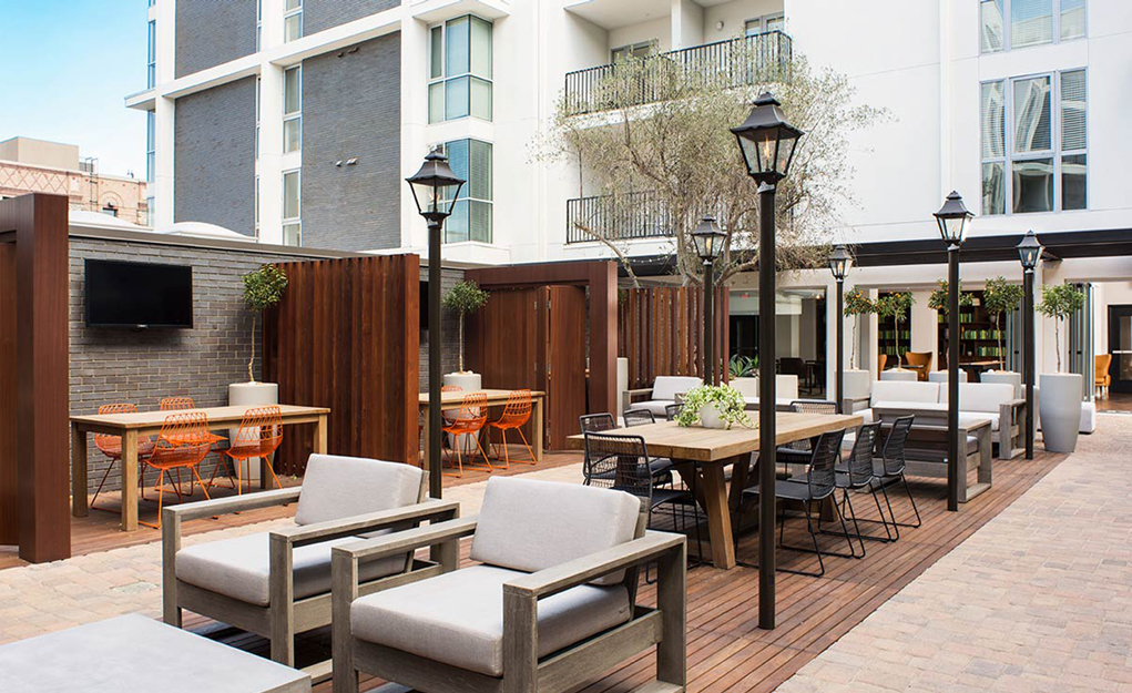 The Fifty Five Fifty Hollywood Apartments - Courtyard