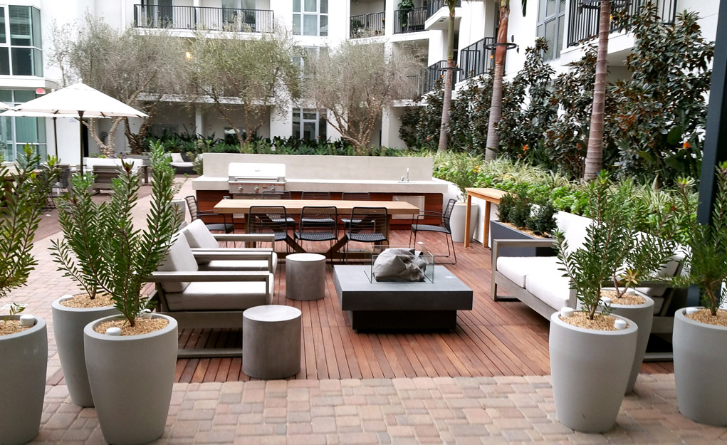 The Fifty Five Fifty Hollywood Apartments - Outdoor Room with Fireplace