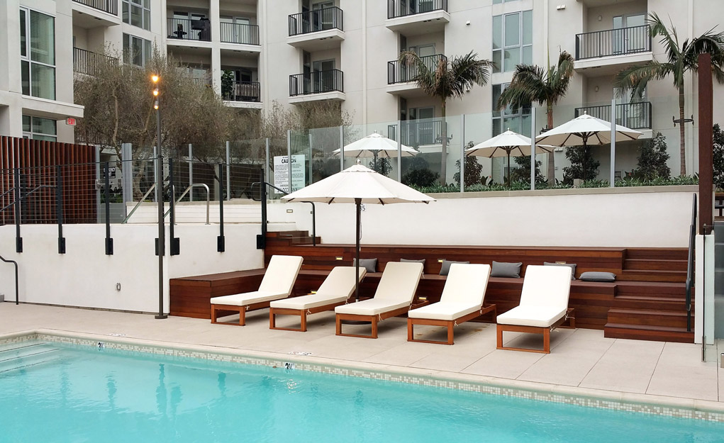 The Fifty Five Fifty Hollywood Apartments - Pool Lounge with Recliners
